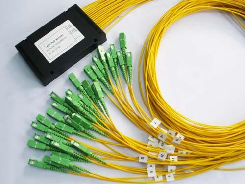 Custom SC / APC 1*32 Fiber Optic Plc Splitter 0.5dB Insertion Loss With 3.0mm Cable 2