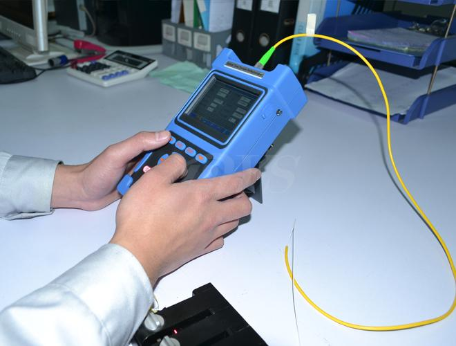 Blue Palm Otdr Fiber Optic Test Equipment , Professional Fiber Otdr Tester DYS3028